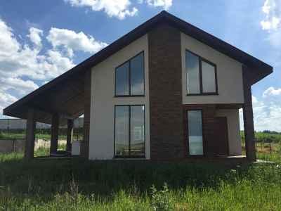 бежево-коричневый каркасный дом